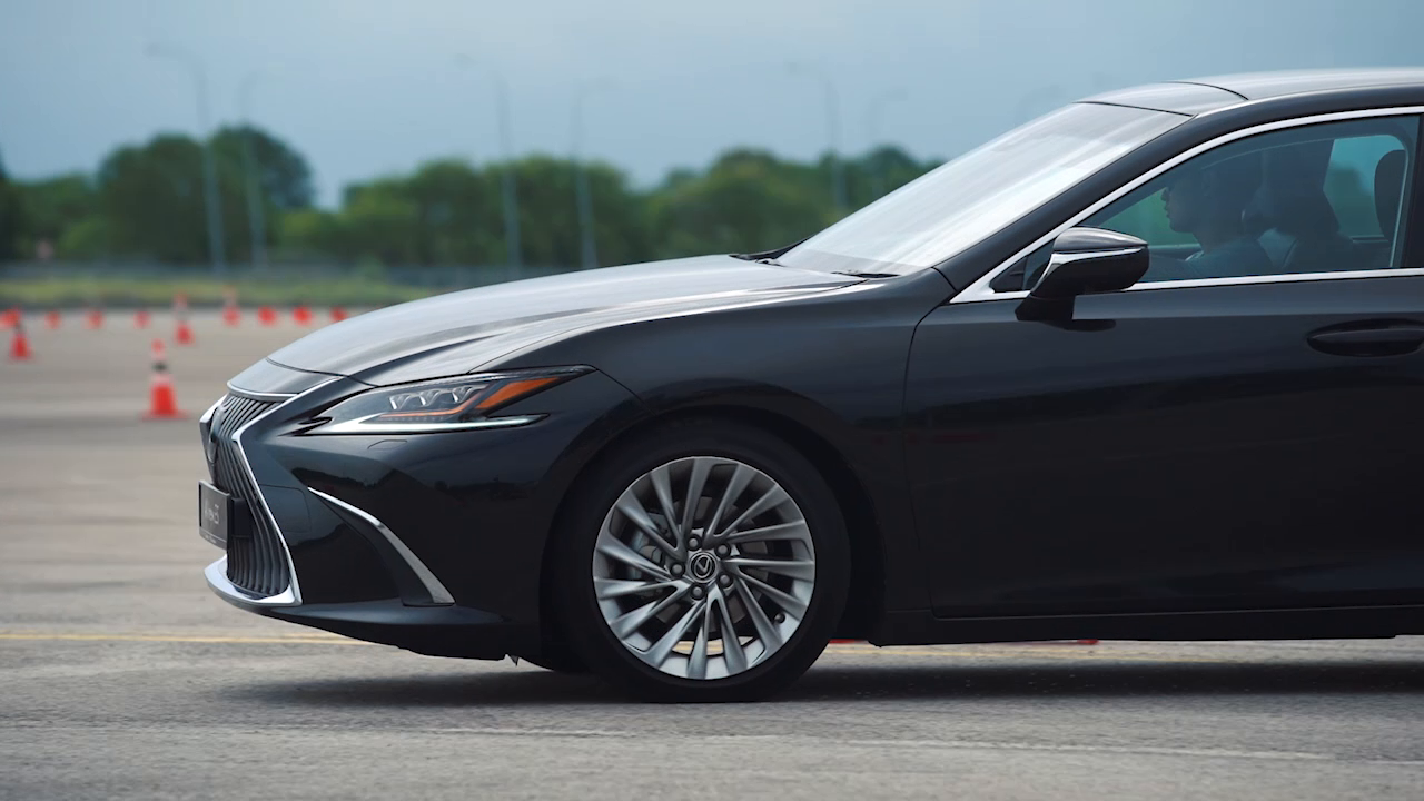 Facebook Video Campaign Lexus ES Launch Video production company